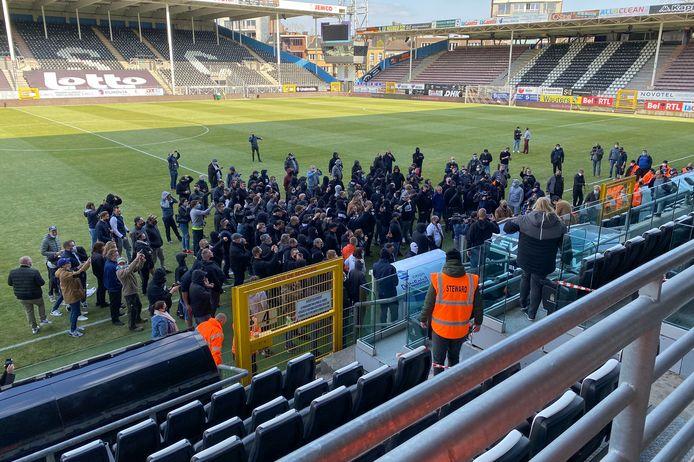 Supportersopstand voor aftrap van de match tegen Eupen afgelopen zaterdag.