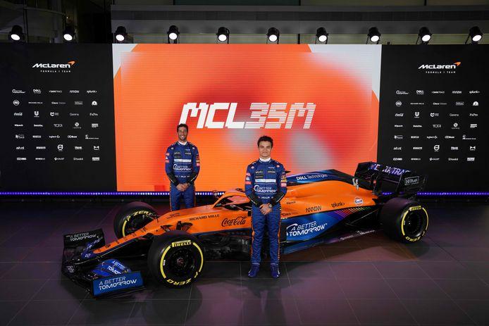 Daniel Ricciardo (achter) en Lando Norris met de nieuwe bolide.