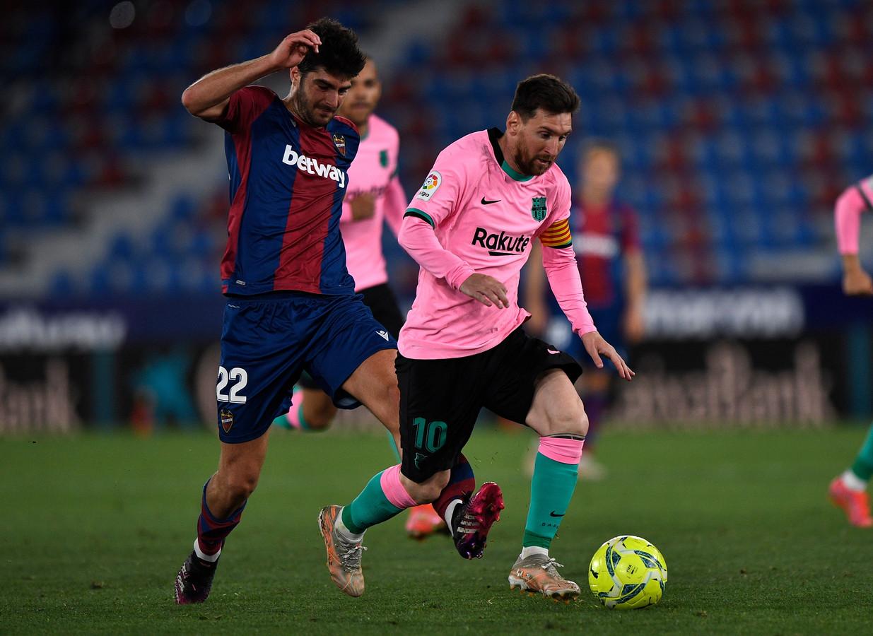 Lionel Messi in actie tegen Levante.