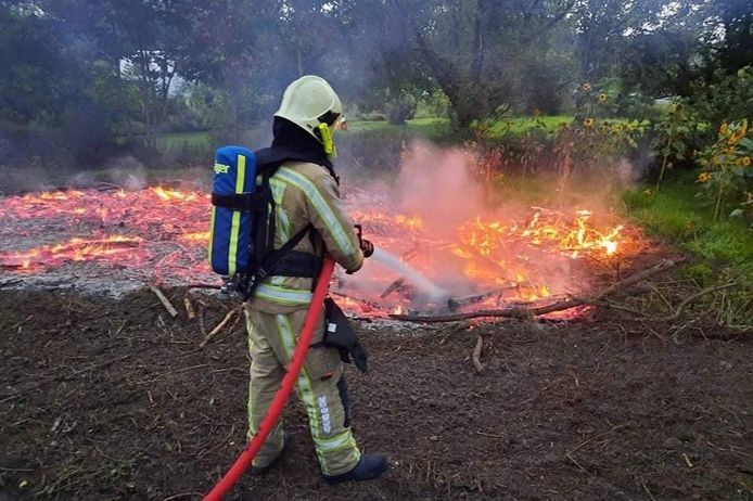 In de Vuystermansstraat in Lede werd zaterdagavond een afvalbrand gedoofd.