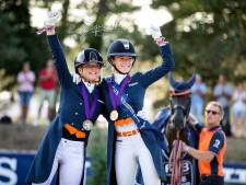 Trotse Febe van Zwambagt met drie medailles naar huis van EK dressuur