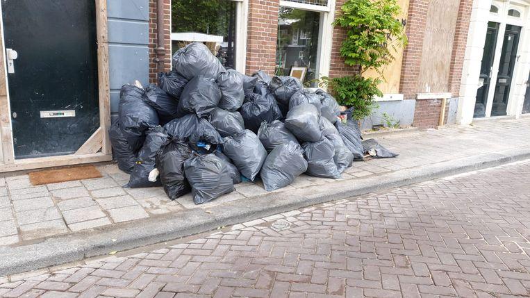 Volgens bewoner Bruce Haase is de Marnixkade een vuilnisbelt geworden. Beeld Bruce Haase