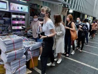 Hongkongers kopen massaal laatste editie van prodemocratische krant 'Apple Daily'