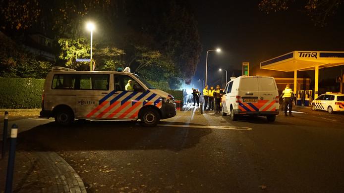 De politie rukte met meerdere auto's uit afgelopen nacht om een opstootje in Schalkhaar in de kiem te smoren.