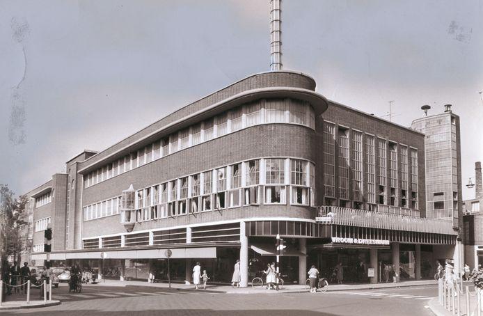 V&D opende in 1939. Voor het eerst konden mensen  in Enschede in een lift.