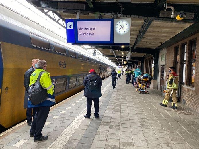Medisch personeel bij de trein in Deventer.