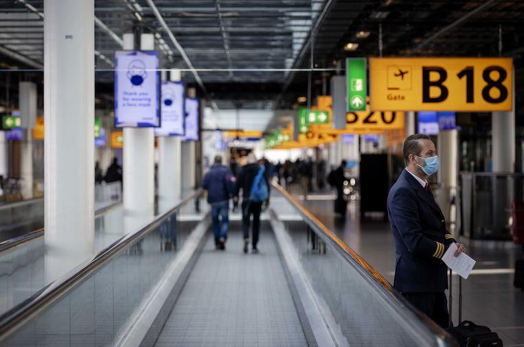 Schiphol: vanwege het coronavirus geldt er een dwingend negatief reisadvies voor reizen naar het buitenland.  Beeld ANP
