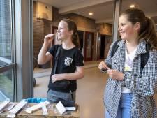 Middelbare scholen in Almelo, Tubbergen en Twenterand pakken draad weer op: 'Wie nog geen volle klas wil, kan in gymzaal lesgeven'