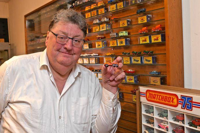 De Wevelgemse verzamelaar Philippe Sergeant bij zijn collectie waarvan hij in januari een deel van verkocht.