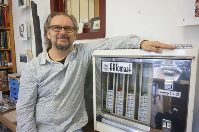 Ro-nalt Schrauwen. In het begin heette de automaat Artomaat, nu Pakje Kunst.