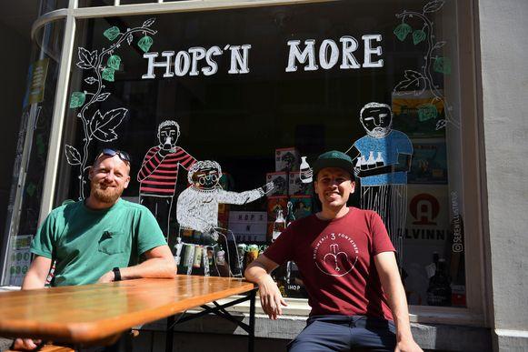 Hops'n More in de Parijsstraat is de  nieuwe speciaalzaak van Jelle Suply en Koen Kostermans.