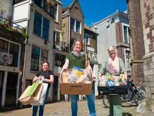 Sabina kreeg hulp van voedselbank en deelt nu zelf pakketten uit: 'Ik help 400 mensen in een week'