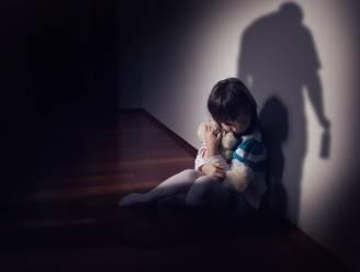 """Kindermishandeling en intrafamiliaal geweld bijna met de helft gestegen tijdens lockdown: """"En dan houden we er nog rekening mee dat veel mensen geen hulp durven vragen"""""""