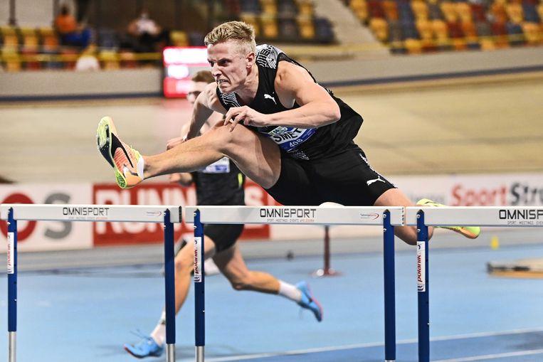 Koen Smet wint de 60m horden tijdens de Nederlandse kampioenschappen (NK) atletiek.   Beeld ANP