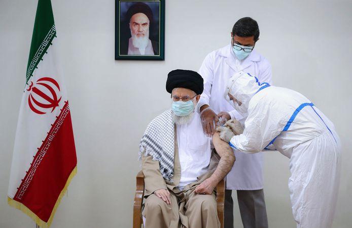 "L'ayatollah Khamenei, ""Guide suprême"" d'Iran, reçoit sa seconde dose du vaccin anti-Covid (23 juillet)."