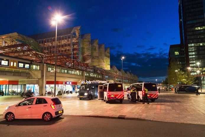 De burgemeester van Almere heeft het centrum van de stad aangewezen als veiligheidsrisicogebied om te voorkomen dat rivaliserende groepen jongeren met elkaar op de vuist gaan.