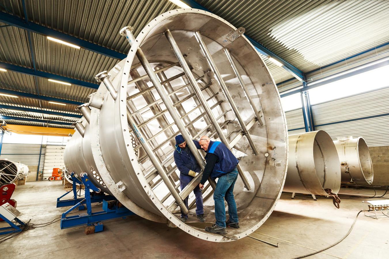 Productie van een scrubbersysteem bij VDL KTI in Arendonk.