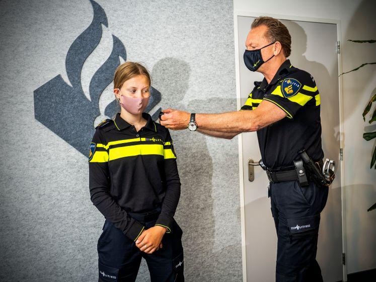 Tara (14) is één dag baas van de politie: 'Iedereen gedraagt zich opeens heel netjes'