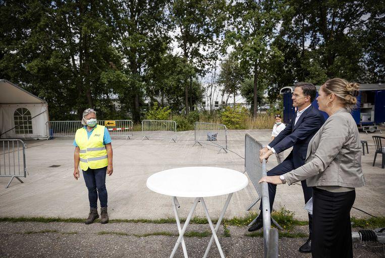 Minister-president Mark Rutte bezocht een GGD-teststraat in het Brabantse Uden.  Beeld ANP
