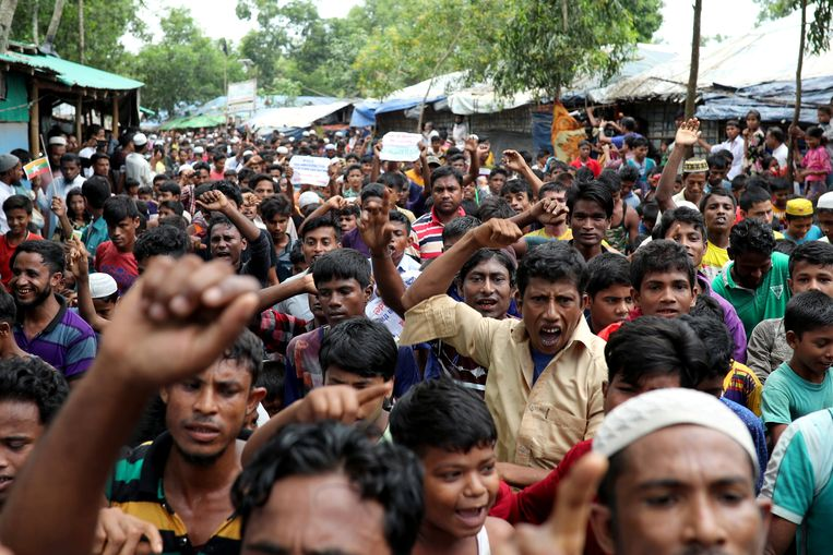 Rohingya-vluchtelingen betogen in het Kutupalong-vluchtelingenkamp. Beeld REUTERS