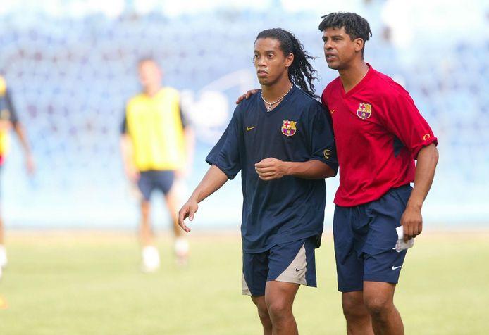 Frank Rijkaard met zijn sterspeler Ronaldinho in 2003.