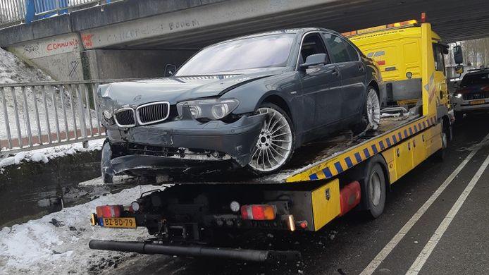 Auto crasht na achtervolging in Oosterhout.