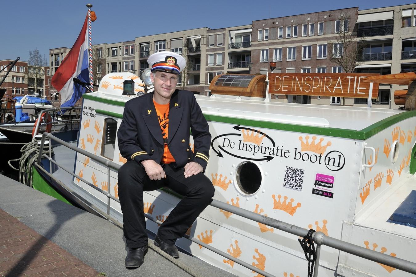 Laurens Olieman voor zijn inspiratieboot in de Eemhaven.