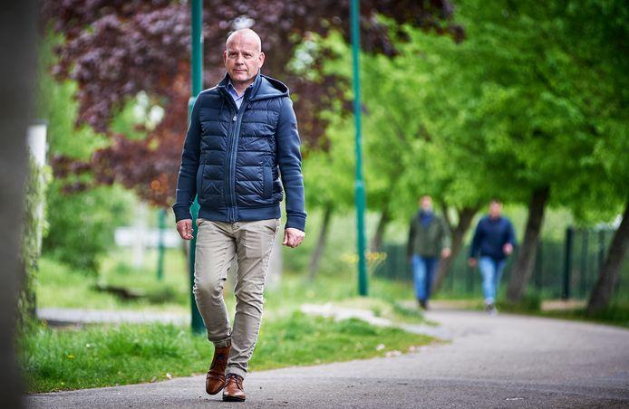 Herstellend coronapatiënt Ronald Voets wandelt veel in en om Sint-Oedenrode. Maandag begint hij bij een in Covid-19 gespecialiseerde fysiotherapeut om te zien hoe hij zijn lijf kan belasten.