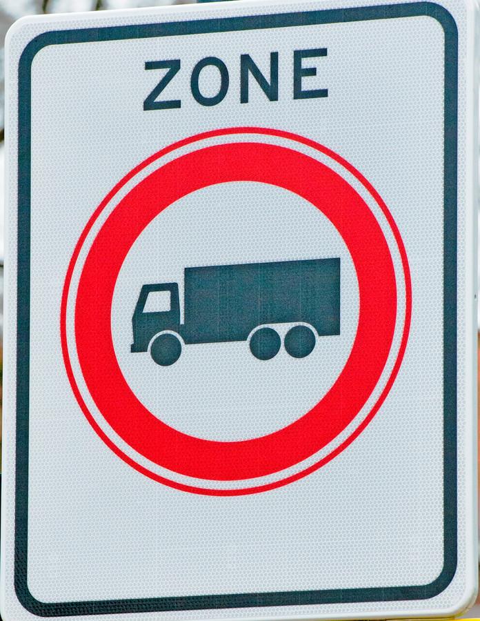 Het stuk Bredaseweg tussen de Philipslaan en de Zwaanhoefstraat wordt verboden voor vrachtverkeer. Een besluit dat zorgt voor nieuwe spanningen in de Roosendaalse coalitie.