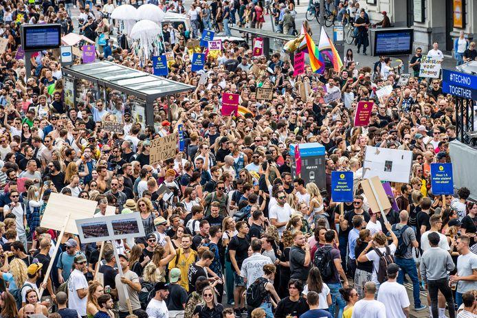 Met de protestmars Unmute Us, die tegelijkertijd in diverse steden wordt gehouden, wordt gedemonstreerd tegen de coronamaatregelen.