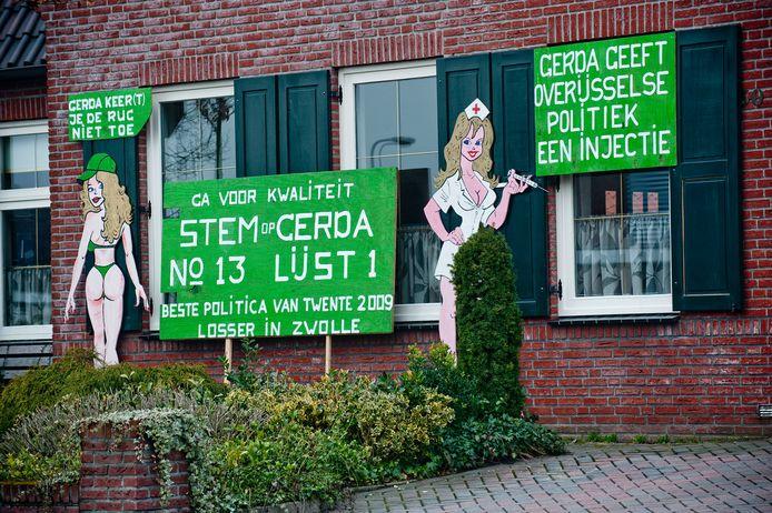 De opvallende en pikante verkiezingscampagne voor het huis van kandidaat Statenlid Gerda ter Denge aan de Oldenzaalsestraat in Losser, voorafgaand aan de provinciale verkiezingen in 2011.