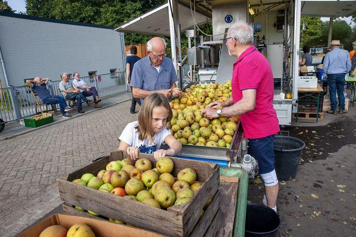 De sappersmachine van De Sappers stond zondag in Bergeijk.