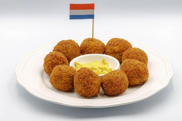 Bitterballen, a favorite snack of the Dutch. Beeld -