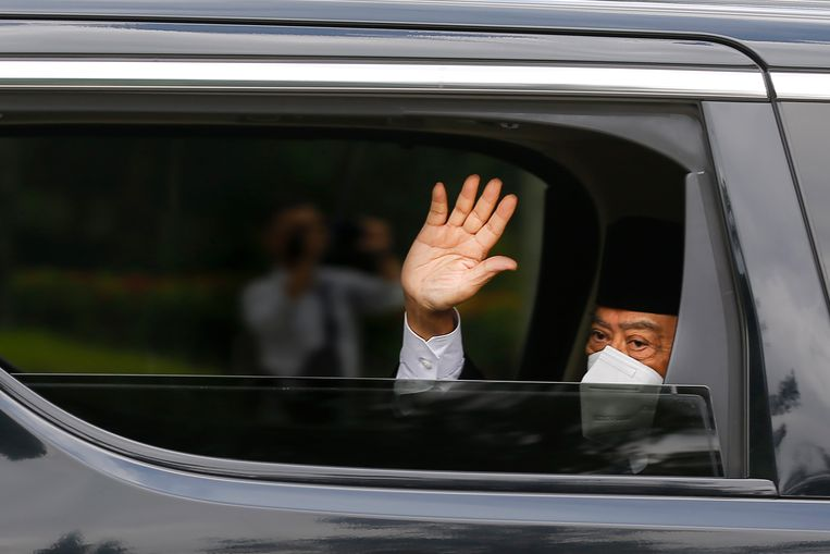 Maleisisch premier Muhyiddin Yassin arriveert bij het paleis om zijn ontslag in te dienen. Beeld EPA