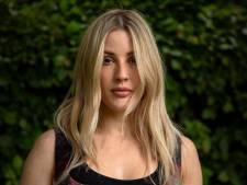 """Ellie Goulding explique pourquoi elle vit souvent séparée de son mari: """"J'adore ça"""""""