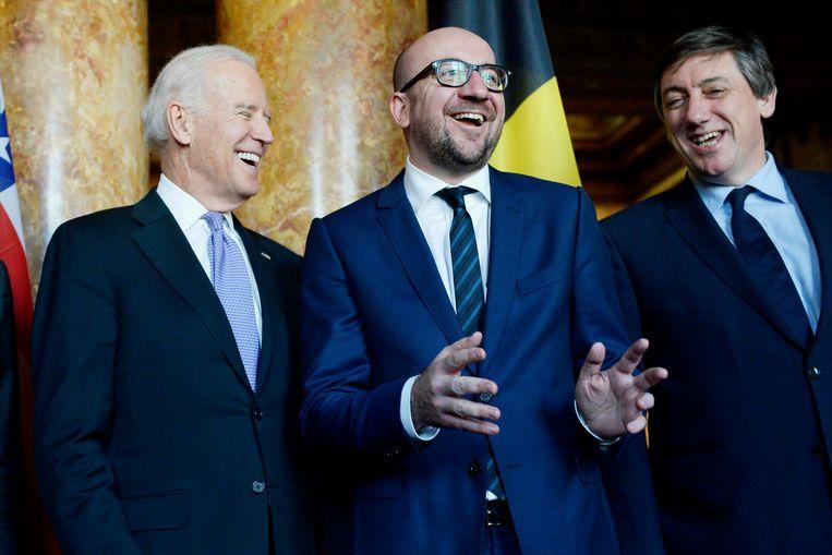 In 2015 bezocht toen nog Amerikaans vicepresident Joe Biden ons land. Hier lacht hij met de toenmalige premier Charles Michel en toenmalig vicepremier Jan Jambon. Beeld BELGA