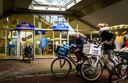 Onder beide stations in Houten is een fietstransferium gebouwd, zodat overstappen van de fiets op de trein heel gemakkelijk kan.
