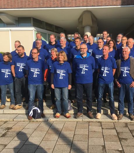 Molenaars in hun speciale shirt naar Den Haag