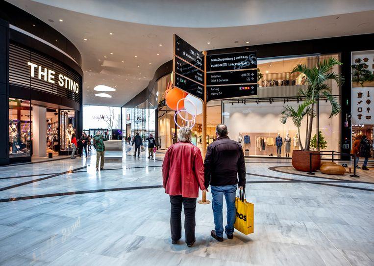 De mall in legere tijden; stampvol mag het niet op de foto. Beeld Raymond Rutting / de Volkskrant