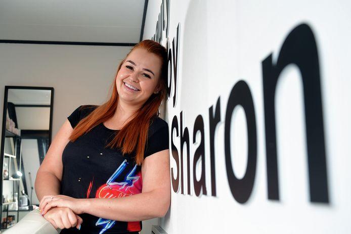 """Sharon Steenwijk over haar facings: ,,In het begin voelde het heel raar, dikker dan je gewend bent. Het was wennen."""""""