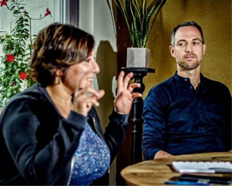 Meyrem Almaci en running mate Dany Neudt: 'De bevolking zit niet te wachten op chaos. Het is onze taak om de Belgische machine te doen draaien in plaats van er zand in te strooien.' Beeld