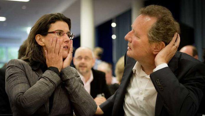 Heleen Weening (L) en Bram van Ojik op de partijraad van GroenLinks.