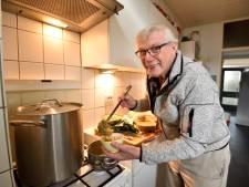 Geen wereldkampioenschap, maar snertkoning Gerard Spijkerman (81) maakt tóch weer erwtensoep, voor het goede doel