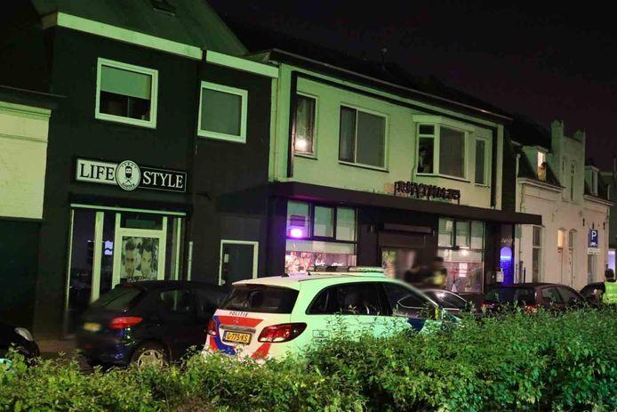 Bij een café in Tilburg losten agenten waarschuwingsschoten