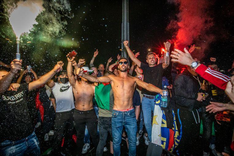 Italo-Belgen vieren in Genk de overwinning van het Italiaanse elftal op het EK voetbal.  Beeld Mine Dalemans