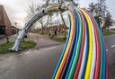 Het vernielde kunstwerk de Boog aan het Twistvlietpad in Stadshagen.