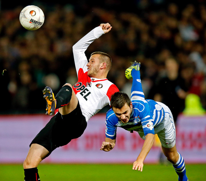John Goossens (links) in actie bij Feyenoord.