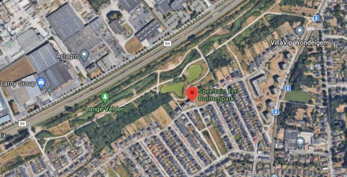 Het Ter Durmepark, ook wel Lange Velden genoemd, ligt naast de R4 in Wondelgem.