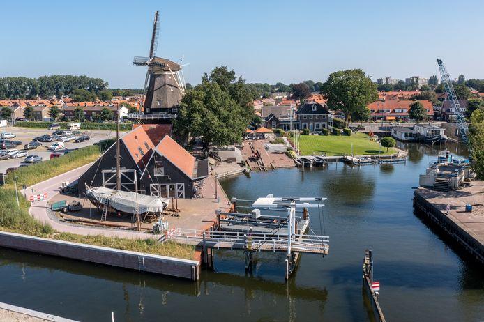 Het iconische bruggetje in de Vissershaven is inmiddels grotendeels ontmanteld en de bottervloot is verplaatst naar de passantenhaven.