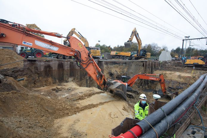Er gaan eveneens riolerings-, grond-, en spoorwerken door.